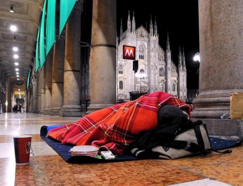 Con i senza tetto in Piazza Duomo